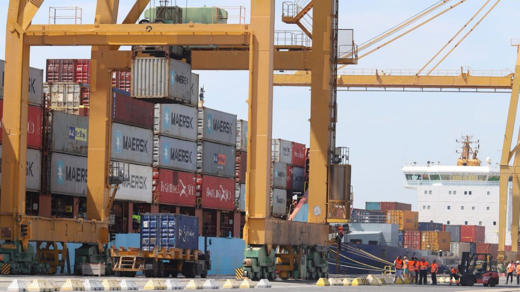 Descarga contenedores Maersk Muelle Sur 1511859507 127043335 1200x675